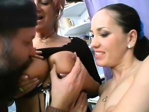 Amateur girlfriend threesome with creampie cumshot