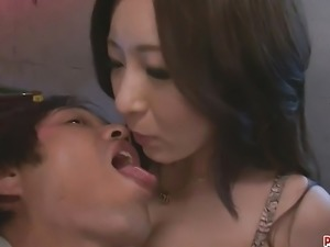 Ayami Shaved Pussy Creampied After A Threesome