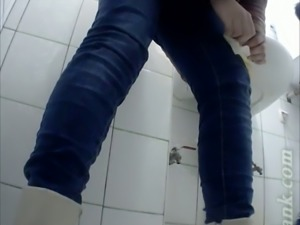 Pale skin stranger girl with shaved pussy recorded on voyeur cam in the toilet