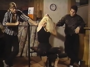 Sexy blonde in threesome vintage hardcore action