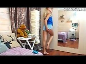 College Girls Perfect Ass CuteLiveGirls.com Naughty Chick Moaning E1