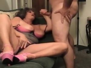 Amateur Milf does anal with huge cumshot