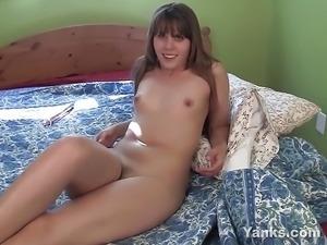 Yanks Hottie Amber Chase Fucks A Huge Dildo