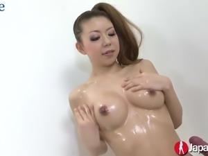 Lubed Japanese porn model Ryuu Narushima dildo fucks her hairy pussy