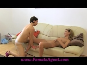 Kinky blondie has amazed this steaming hot milf in the casting