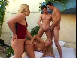 Randy tranny slut Bianca loves having her cock sucked and she loves orgies