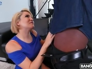 Auburn short haired bitch Alix Lovell knows how to work on long BBC