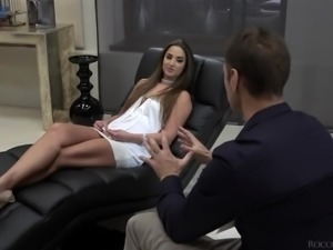 Ardent Hungarian beauty Amirah Adara comes to psychologist Rocco for wild...