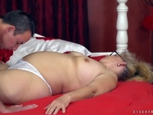 Mature blonde Elza is interested in a man's throbbing dong