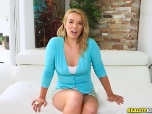 Shauna Skye shows off her amazing cock bouncing abilities