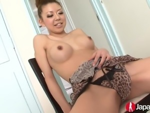 Cute smiling nympho from the Land of the Rising Sun gives nice blowjobs