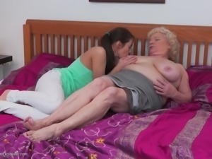 Hairy granny shows her lesbian skills to girl