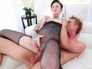 Alternative chick Nikki Hearts having her butthole tongued sexily