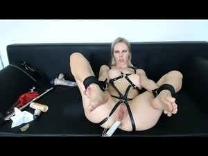 Anal fist fetish babe shoves toy in ass during solo play