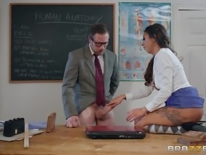 Teen Roxxy Lea knows how to dress in order to fuck her teacher