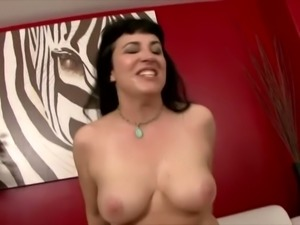 Plump lady with big titties Claudine repays for cunnilingus with a hot cock ride