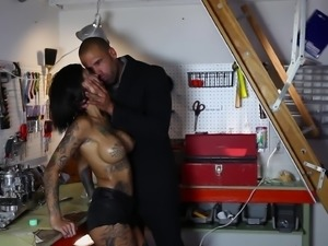 Huge tattooed slut Bonnie Rotten getting ass-drilled by Karlo Karrera
