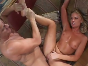 Flower Tucci has solid thighs and a generous booty and this MILF loves sex