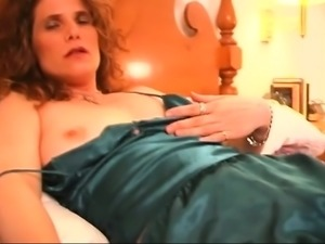 Slutty Milf Goes Solo Pussy Fingering