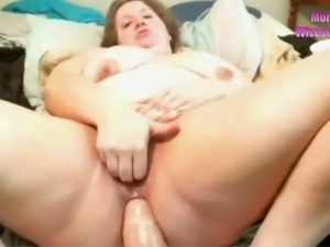 Horny pleasure seeking BBW working her ass some more on webcam