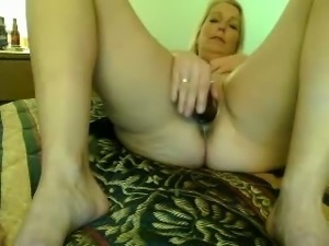 Mature woman poking throbbing vagina with big sex toy