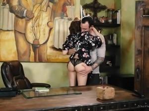 Attractive American masseuse JoJo Kiss turns massage into MFF 3some