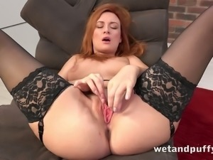 This superb babe is ultra hot and she loves to play with her divine pussy