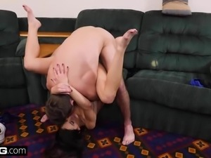 Cheating housewife Eva Long fucks a traveling musician