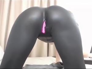 Webcam Slut In Latex Rubs Her Pussy