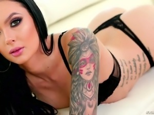Toy addicted Canadian nympho Marley Brinx wanna nothing but DP