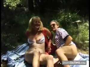 Mature Dogging