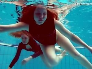 Kinky Diana Zelenkina and Simonna gonna make you jizz with underwater show
