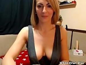 Gorgeous Cute Mom Masturbating On Webcam Show