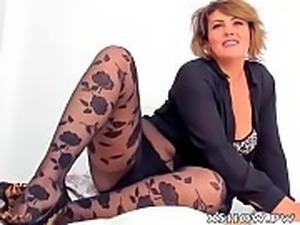 Mature Sexy Woman Orgasm On Web Cam