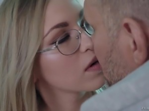 Nerdy blondie Selvaggia makes her juicy bubble ass jiggle on firm cock