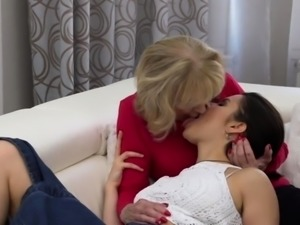 Hairy babe having sex with a dirty old lesbian