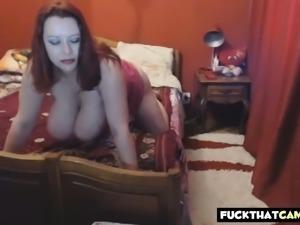 Redhead with big tits webcam