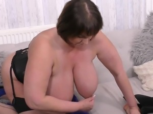 come, play with this bbw sexy mature!