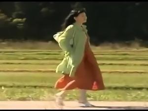 Japanese slut toying her hairy snatch