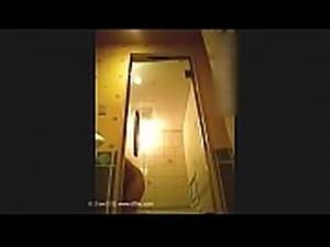 某酒店女服务员偷拍多名大奶住客洗澡视频曝光 -...
