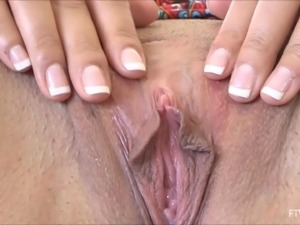 Amateur solo model spreads her wet pink pussy for the camera