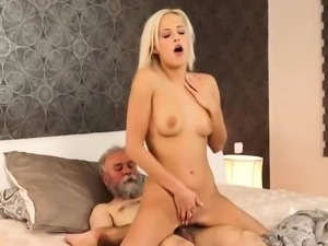 Cum in my pussy daddy Surprise your gf and she will poke