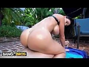 BANGBROS - Brooke Beretta&#039_s Poolside Fuck Session With Kyle Mason