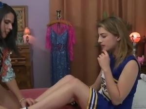 Torrid lusty cheerleader Kristen Scott gonna go lesbian as she loves eating...