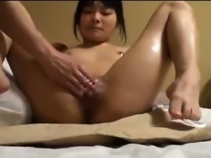 Young japanese girl cums by massage clit