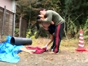 Beautiful Japanese babe getting creampied in the outdoors