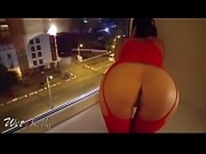 Costumer Challenge Escort to Play at the Hotel&#039_s Window so People see