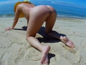 Pissing by the beach