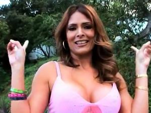 Marvelous mature latina maid Monique Fuentes caresses tang