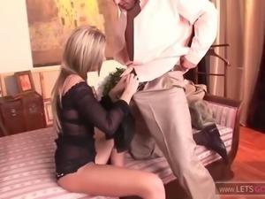 Krass, er fickt sie nur brutal in ihren arsch anal